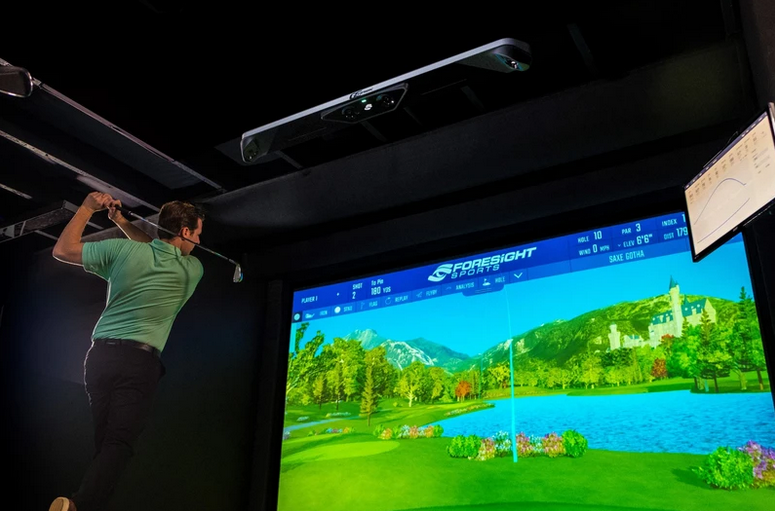 Foresight GCHAwk Golf Simulator